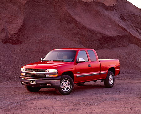 AUT 14 RK0758 01 © Kimball Stock 2002 Chevy 1500 Z71 Factory Special Bed Pick Up Truck Red 3/4 Front View By Dirt Hill