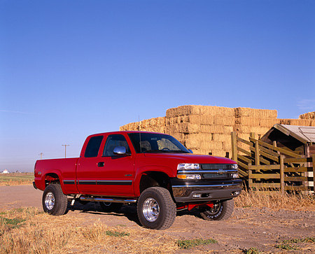 AUT 14 RK0771 02 © Kimball Stock 2002 Chevy 1500 Z71 4WD Pick Up Truck Red 3/4 Side View By Hay Stacks Blue Sky