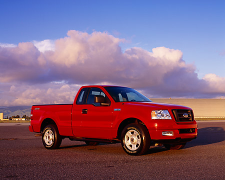 AUT 14 RK0921 01 © Kimball Stock 2004 Ford F-150 STX Red