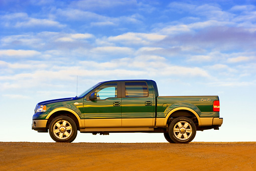 AUT 14 RK1307 01 © Kimball Stock 2007 Ford F-150 King Ranch Lariat Green Low Profile View On Pavement