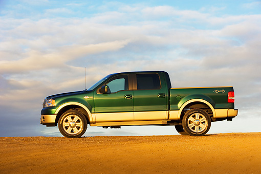 AUT 14 RK1308 01 © Kimball Stock 2007 Ford F-150 King Ranch Lariat Green Low Profile View On Pavement