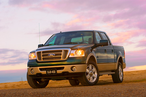 AUT 14 RK1310 01 © Kimball Stock 2007 Ford F-150 King Ranch Lariat Green 3/4 Low Front View On Dirt