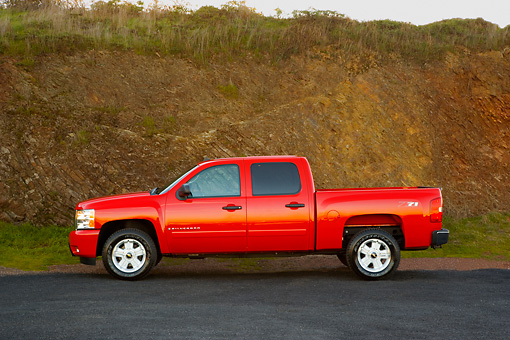 AUT 14 RK1320 01 © Kimball Stock 2007 Chevrolet Silverado 1500 2WD Crew Cab LT2 Red Profile View On Pavement