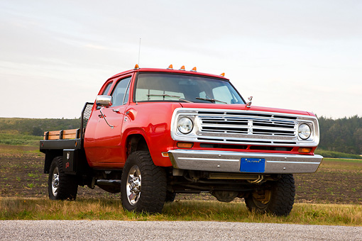 AUT 14 RK1366 01 © Kimball Stock 1973 Dodge D Series Club Cab Flatbed Pickup Truck Red 3/4 Front View In Field