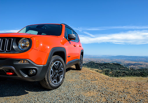 AUT 15 BK0064 01 © Kimball Stock 2015 Jeep Renegade Trailhawk Orange 3/4 Front View On Mountains