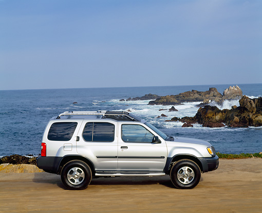 AUT 15 RK0172 03 © Kimball Stock 2000 Nissan Xterra SE Silver Profile By Ocean