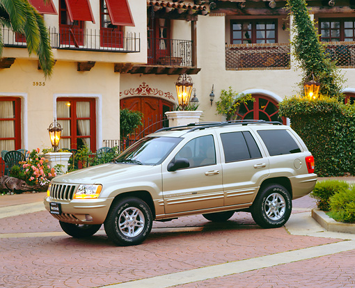 AUT 15 RK0377 03 © Kimball Stock 2000 Jeep Grand Cherokee Limited Champagne 3/4 Side View By Spanish Building
