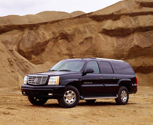 AUT 15 RK0680 03 © Kimball Stock 2003 Cadillac Escalade ESV Black Low 3/4 Side View By Dirt Hill