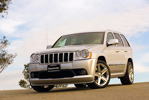 AUT 15 RK0934 01 © Kimball Stock 2006 Jeep Grande Cherokee SRT8 Silver Low 3/4 Front View On Pavement
