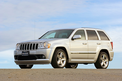 AUT 15 RK0935 01 © Kimball Stock 2006 Jeep Grande Cherokee SRT8 Silver Low 3/4 Side View On Pavement