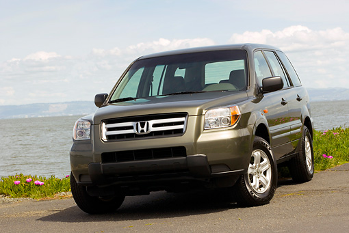 AUT 15 RK1029 01 © Kimball Stock 2006 Honda Pilot LX Green Low 3/4 Front View On Pavement By Water