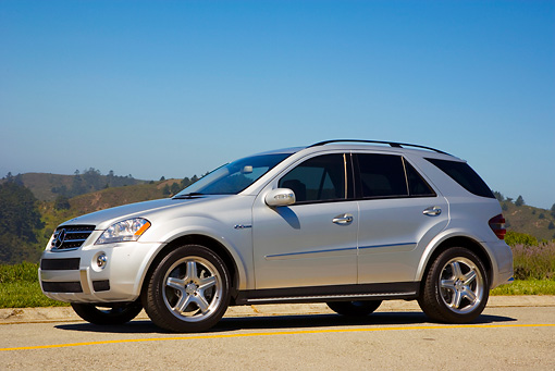 AUT 15 RK1154 01 © Kimball Stock 2007 Mercedes-Benz ML63 AMG SUV Silver 3/4 Front View On Pavement
