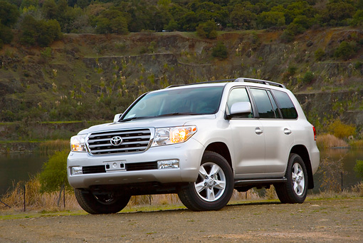 AUT 15 RK1175 01 © Kimball Stock 2008 Toyota Land Cruiser Silver 3/4 Front View By Hill