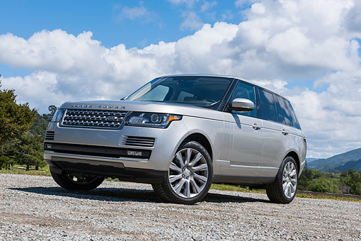 AUT 15 RK1356 01 © Kimball Stock 2015 Land Rover Range Rover Supercharged Silver 3/4 Front View By Mountains