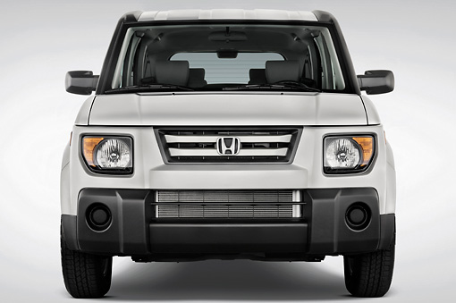 AUT 15 IZ0015 01 © Kimball Stock 2008 Honda Element Silver Head On View Studio
