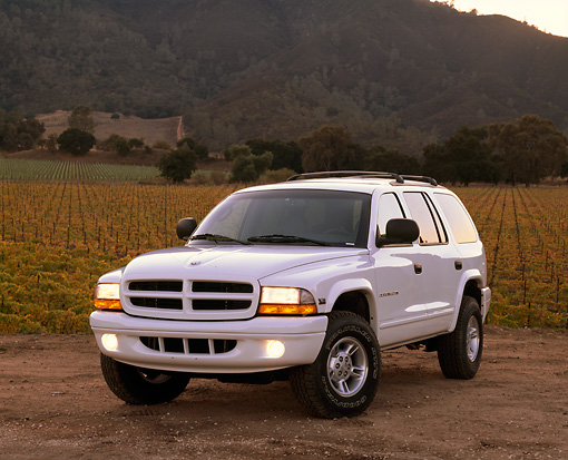 AUT 15 RK0092 03 © Kimball Stock 1999 Dodge Durango SLT White 3/4 Front View On Dirt