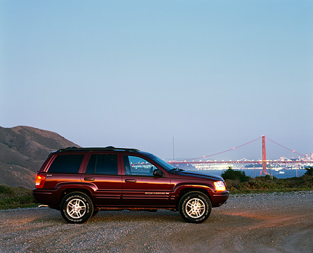 AUT 15 RK0116 01 © Kimball Stock 1999 Jeep Grand Cherokee Limited Burgundy Profile By Golden Gate Bridge At Dusk