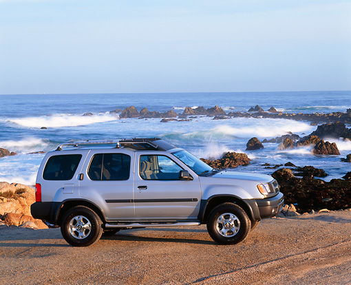 AUT 15 RK0171 02 © Kimball Stock 2000 Nissan Xterra SE Silver 3/4 Front View By Ocean