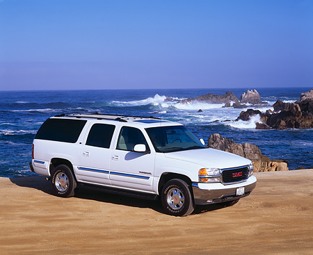 AUT 15 RK0287 13 © Kimball Stock 2000 GMC Yukon XL 1/2 Ton  White 3/4 Side View On Sand By Ocean Blue Sky