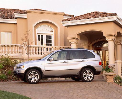 AUT 15 RK0325 01 © Kimball Stock 2000 BMW X5 Silver Side View By House