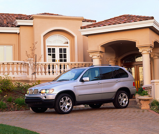 AUT 15 RK0326 02 © Kimball Stock 2000 BMW X5 Silver 3/4 Side View By House