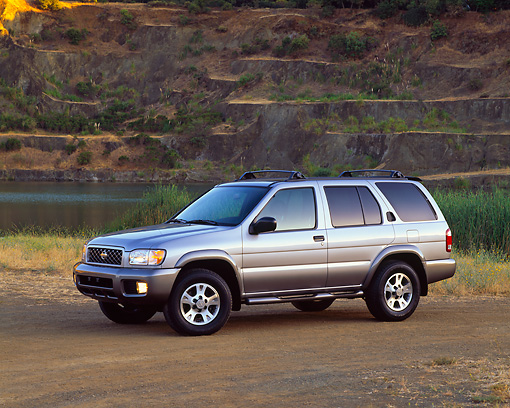 AUT 15 RK0342 04 © Kimball Stock 2001 Nissan Pathfinder SE 4x4 Silver 3/4 Side View On Dirt By Water