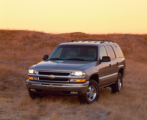 AUT 15 RK0416 05 © Kimball Stock 2000 Chevrolet Tahoe 4WD Pewter 3/4 Front View On Dry Grass Filtered