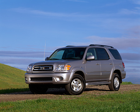 AUT 15 RK0466 02 © Kimball Stock 2001 Toyota Sequoia Gray 3/4 Front View On Dirt By Grass