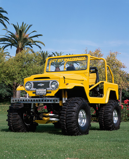 AUT 15 RK0609 06 © Kimball Stock 1977 Toyota Land Cruiser Yellow 3/4 Front View On Grass