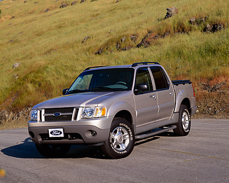 AUT 15 RK0694 01 © Kimball Stock 2003 Ford Explorer Sport Trac Silver