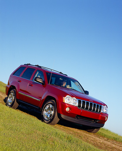 AUT 15 RK0858 01 © Kimball Stock 2005 Jeep Grand Cherokee Limited 4WD Red 3/4 Front View On Grass Blue Sky