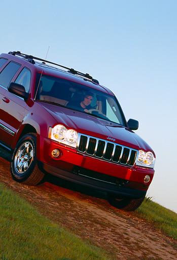 AUT 15 RK0877 01 © Kimball Stock 2005 Jeep Grand Cherokee Limited 4WD Red