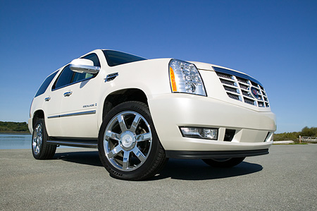 AUT 15 RK0952 01 © Kimball Stock 2007 Cadillac Escalade White Low 3/4 Front View On Pavement