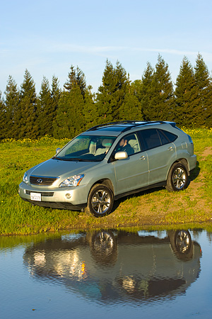 AUT 15 RK0985 01 © Kimball Stock 2006 Lexus RX400 Hybrid Light Green 3/4 Front View By Water And Trees