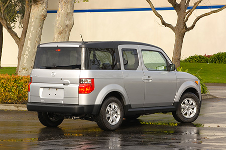 AUT 15 RK0992 01 © Kimball Stock 2006 Honda Element Silver Rear 3/4 View On Pavement By Trees