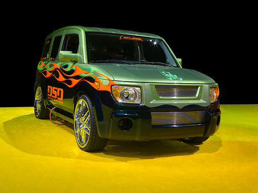AUT 15 RK1073 01 © Kimball Stock 2007 Honda Element Custom Green 3/4 Front View On Yellow Floor