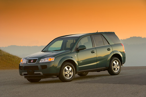 AUT 15 RK1083 02 © Kimball Stock 2007 Saturn Vue Hybrid Green 3/4 Side On View On Pavement