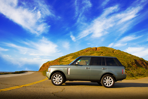 AUT 15 RK1101 01 © Kimball Stock 2007 Land Rover Range Rover Supercharged Green Low Profle View On Pavement