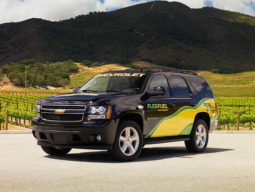 AUT 15 RK1129 01 © Kimball Stock 2007 Chevrolet Tahoe E85 3/4 Front View On Pavement