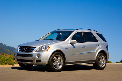 AUT 15 RK1154 03 © Kimball Stock 2007 Mercedes-Benz ML63 AMG SUV Silver 3/4 Front View On Pavement