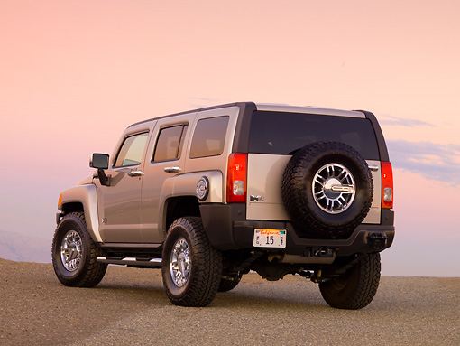 AUT 15 RK1156 01 © Kimball Stock 2007 Hummer H3 Silver 3/4 Rear View On Pavement At Dusk