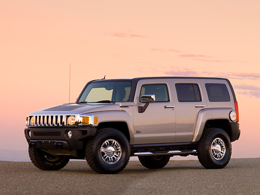 AUT 15 RK1158 01 © Kimball Stock 2007 Hummer H3 Silver 3/4 Front View On Pavement At Dusk