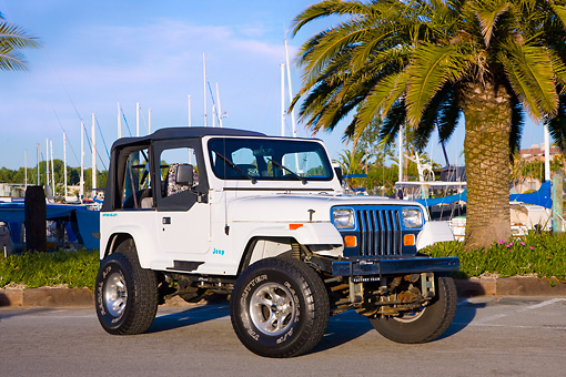 AUT 15 RK1199 01 © Kimball Stock 1994 Jeep Wrangler White 3/4 Front View By Marina