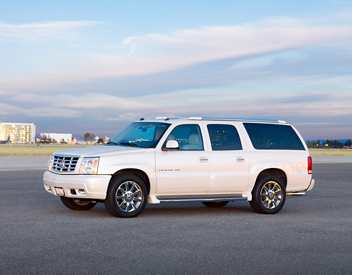 AUT 15 RK1202 01 © Kimball Stock 2004 Cadillac Escalade ESV White 3/4 Front View Cloudy Sky