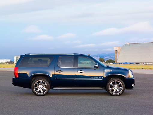 AUT 15 RK1203 01 © Kimball Stock 2007 Cadillac Escalade ESV Blue Profile View By Hangar