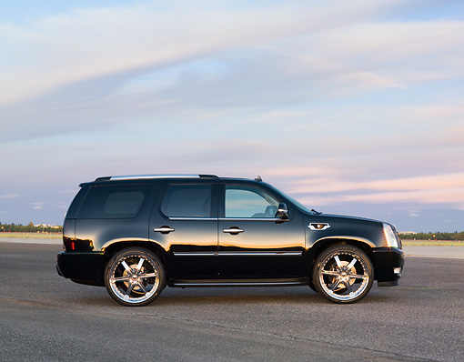 AUT 15 RK1204 01 © Kimball Stock 2007 Cadillac Escalade  Black Profile View Cloudy Sky