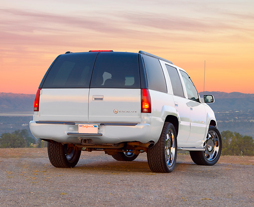 AUT 15 RK1213 01 © Kimball Stock 2000 Cadillac Escalade White 3/4 Rear View On Pavement At Dusk