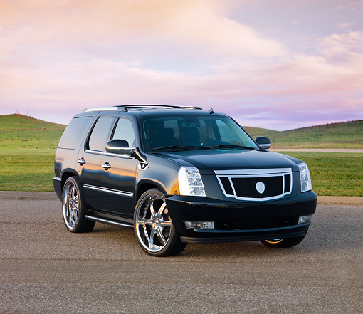 AUT 15 RK1215 01 © Kimball Stock 2007 Cadillac Escalade  Black 3/4 Front View By Hills Sky
