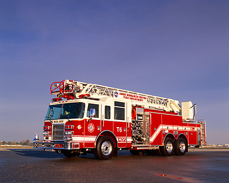 AUT 16 RK0059 01 © Kimball Stock 2002 Pierce Quint Fire Truck 2000 GPM Pumper 85' Ladder