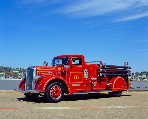 AUT 16 RK0140 02 © Kimball Stock 1935 Ward La France Fire Truck 3/4 Side View On Pavement